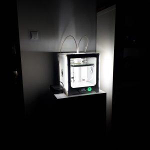 drukarka nocą